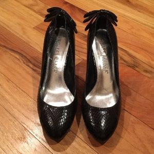 Black faux snake skin texture pumps w/ bow